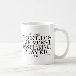 El jugador más grande del clarinete bajo todavía taza