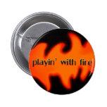El jugar con el fuego con el botón de las llamas pins