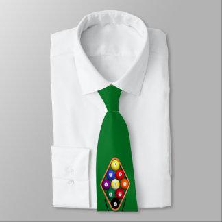 El jugar del billar de los hombres corbata