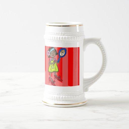 El jugar del chica se viste para arriba taza de café