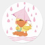 El jugar en la lluvia etiqueta redonda