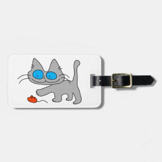 El jugar observado azul del gato del gatito etiquetas maleta