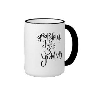 El jugo de pomelo es delicioso tazas de café