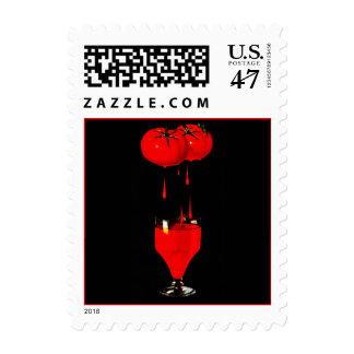 El jugo de tomate en sellos negros del bev del