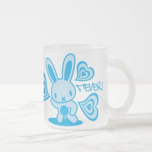 El juguete relleno del conejo tazas de café