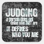 El juicio define quién usted es pegatina cuadradas personalizadas