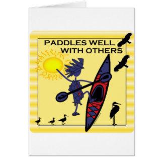 El kajak se bate bien en amarillo tarjeta de felicitación