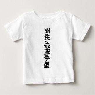 El karate de Goju Ryu hace kanji Remera