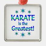 El karate es el más grande ornamento para arbol de navidad