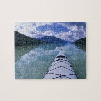 El Kayaking en el extremo del extremo del lago azu Puzzle