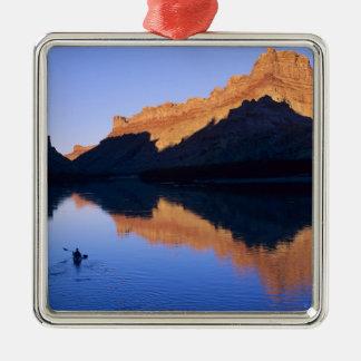 El Kayaking en el río Colorado en español Adorno Navideño Cuadrado De Metal