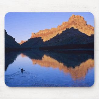 El Kayaking en el río Colorado en español Tapetes De Ratones
