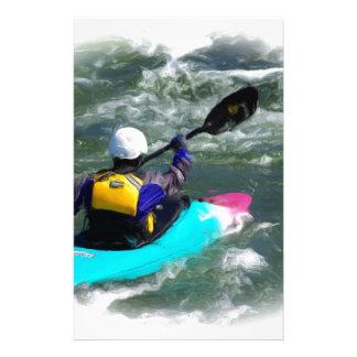 El Kayaking en el río Papeleria