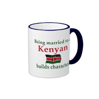 El Kenyan construye el carácter Tazas De Café