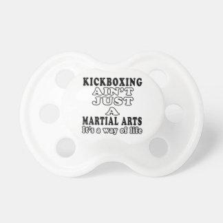 el kickboxing no es apenas los artes marciales chupetes para bebes
