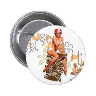 El kitsch Bitsch: La diosa de Tiki Pin Redondo De 2 Pulgadas