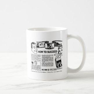 El kitsch retro del vintage cómo tener éxito detrá taza básica blanca