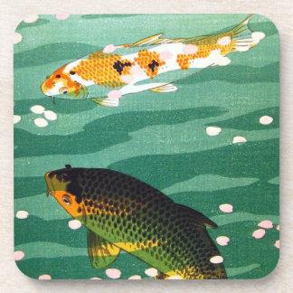 El koi afortunado oriental fresco pesca arte esmer posavasos de bebida