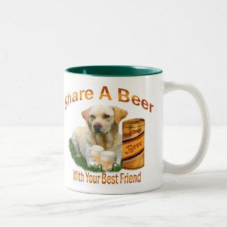 El laboratorio comparte una cerveza con su taza de