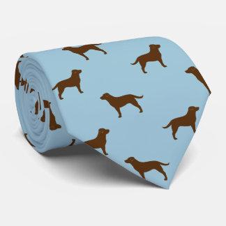El labrador retriever del chocolate siluetea el corbata personalizada