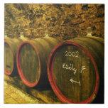El lagar de Kiralyudvar: Barriles con el vino de T Azulejo Cuadrado Grande