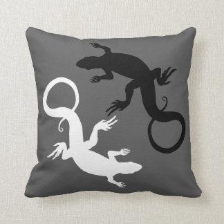 El lagarto soporta la decoración del lagarto de cojín