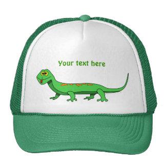 El lagarto verde lindo del dibujo animado embroma  gorro