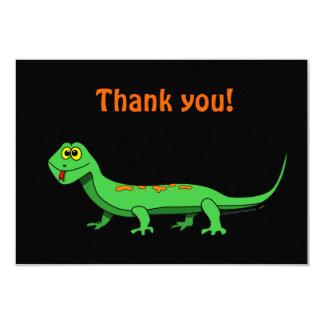 El lagarto verde lindo del dibujo animado embroma invitaciones personales
