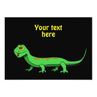 El lagarto verde lindo del dibujo animado embroma invitaciones personalizada