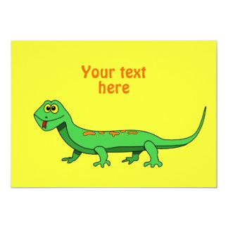 El lagarto verde lindo del dibujo animado embroma comunicado personal