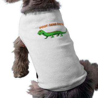El lagarto verde lindo del dibujo animado embroma  ropa de perro
