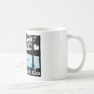 El lago está llamando y debo ir taza de café