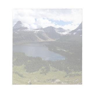El lago ocultado park nacional de Glaicer pasa por Libreta Para Notas