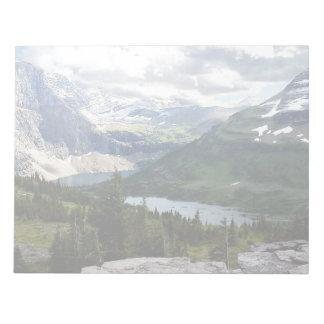 El lago ocultado pasa por alto el Parque Nacional Blocs