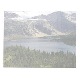 El lago ocultado pasa por alto el Parque Nacional Libreta Para Notas