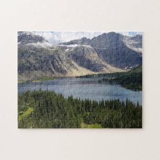 El lago ocultado pasa por alto el Parque Nacional Rompecabeza