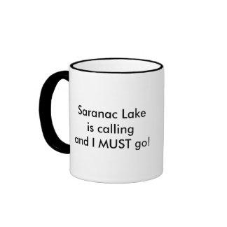 El lago Saranac está llamando - las raquetas Taza De Dos Colores