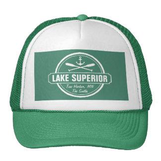 El lago Superior, ciudad de encargo, nombre, Gorras