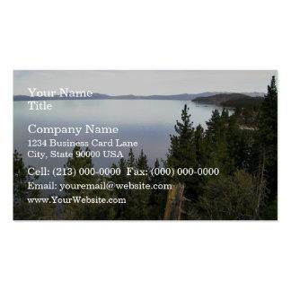 El lago Tahoe con los árboles de pino Tarjetas De Visita