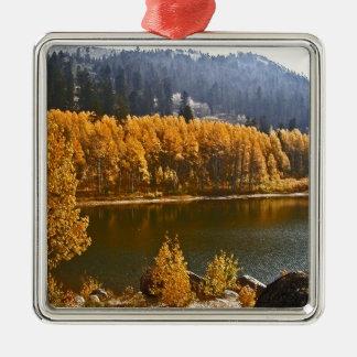 El lago Tahoe en el paisaje de la caída/del Adorno Navideño Cuadrado De Metal