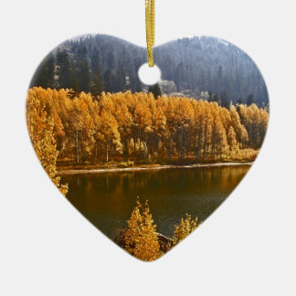 El lago Tahoe en el paisaje de la caída/del Adorno Navideño De Cerámica En Forma De Corazón