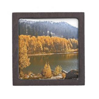 El lago Tahoe en el paisaje de la caída/del invier Cajas De Joyas De Calidad