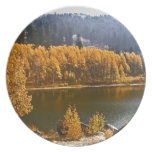 El lago Tahoe en el paisaje de la caída/del invier Plato Para Fiesta