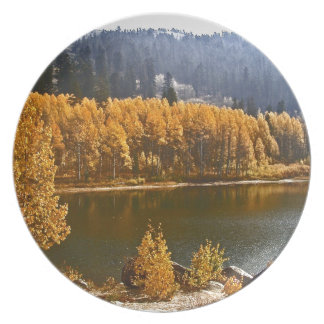 El lago Tahoe en el paisaje de la caída/del invier Plato De Cena