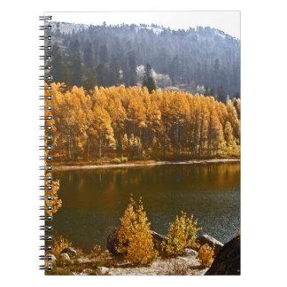 El lago Tahoe en el paisaje de la caída/del invier Spiral Notebook