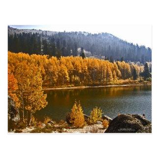 El lago Tahoe en el paisaje de la caída/del invier Postales