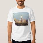 El lanzamiento de Saturn IB del proyecto de la Camisas