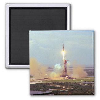 El lanzamiento de Saturn IB del proyecto de la pru Imán Cuadrado