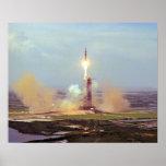 El lanzamiento de Saturn IB del proyecto de la pru Póster