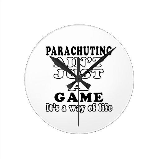 El lanzarse en paracaídas no es apenas un juego qu relojes de pared